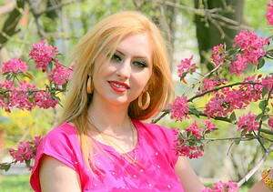 AdinaVoicu-girl-1020800_1280-pixabay